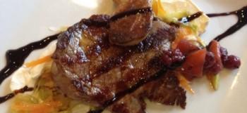 Solomillo de cerdo con foie y reducción de Px con frutos rojos