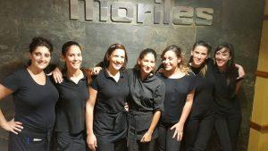 El personal femenino del Moriles siempre con una sonrisa para el cliente